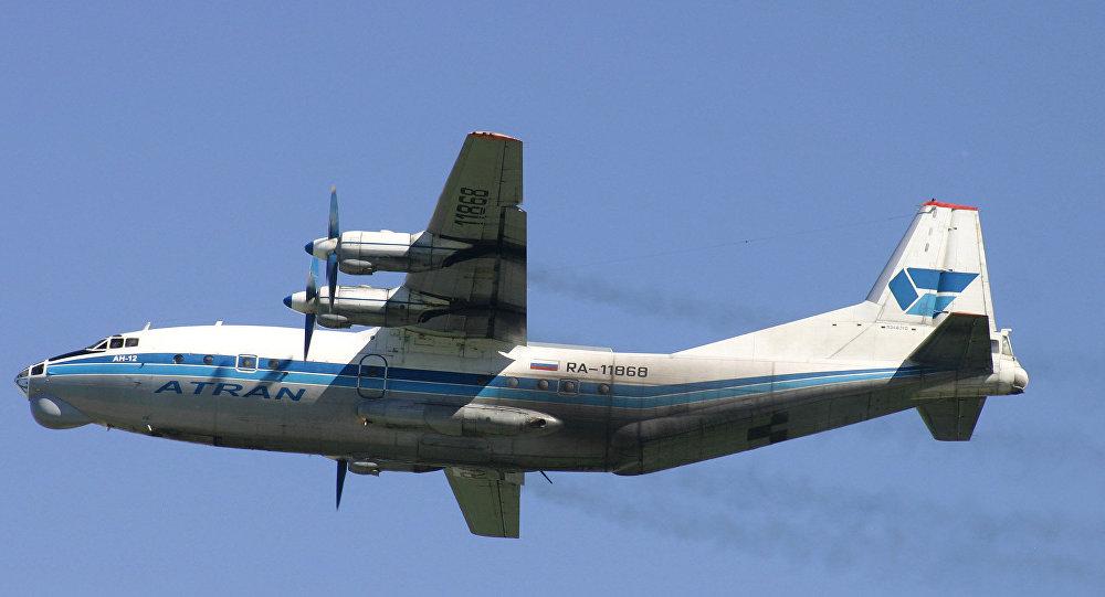 Avion cargo An-12
