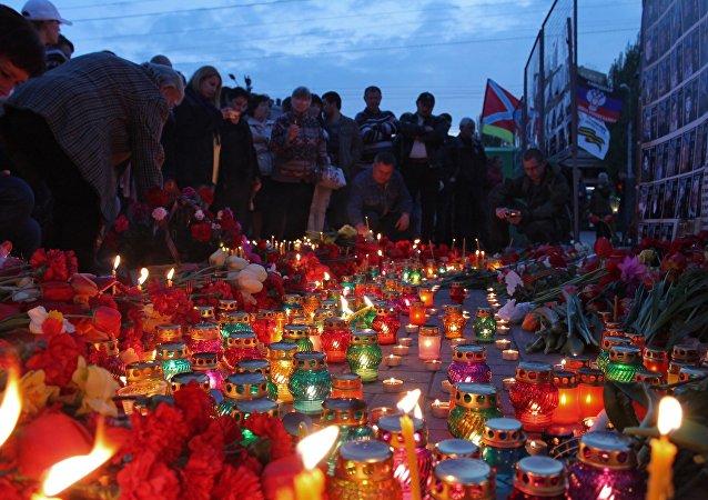 Action en mémoire des personnes tuées à Odessa, le 2 mai 2014 a eu lieu à Donetsk