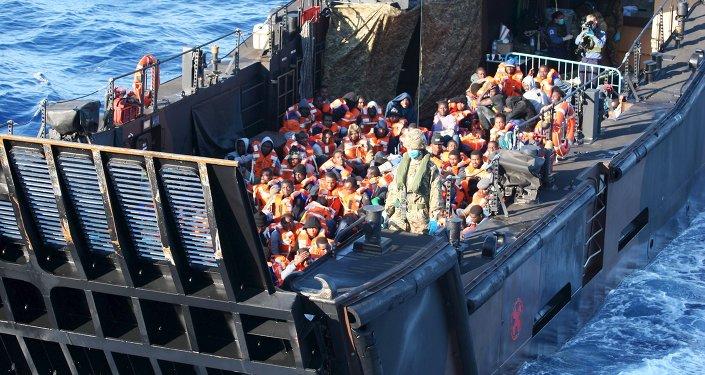 Un navire transportant des migrants en Italie