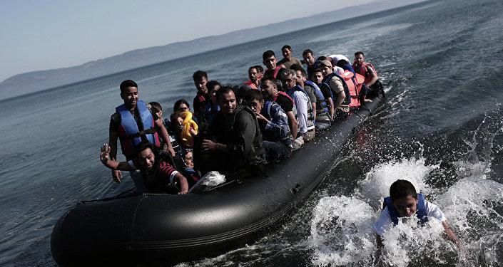 Réfugiés venant de Turquie à bord d'un canot pneumatique, le 4 septembre 2015
