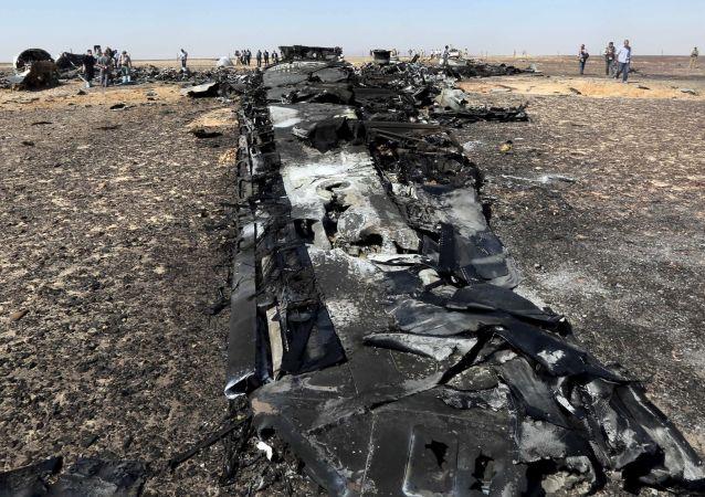 Crash Airbus 321: les débris de l'avion russe éparpillés sur le Sinaï