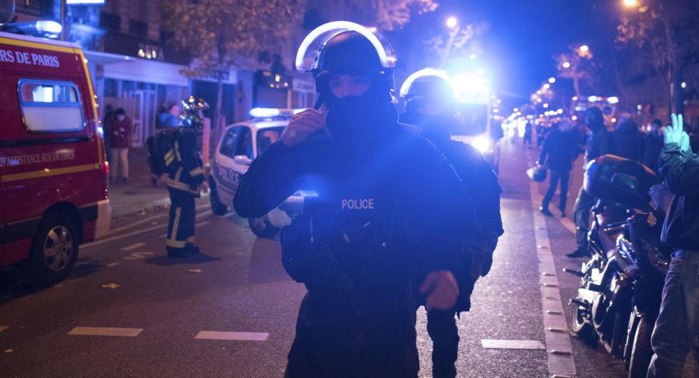 Police près du théâtre Bataclan, le 13 novembre 2015.