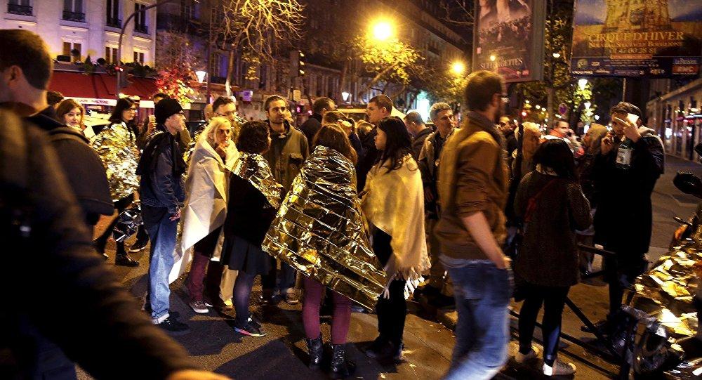 rue près de la salle de concert Bataclan suite à des attaques mortelles à Paris, France