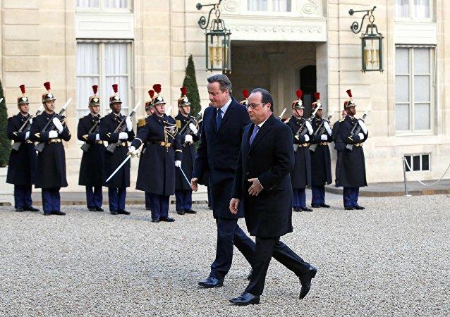 François Hollande et David Cameron au Bataclan pour un hommage
