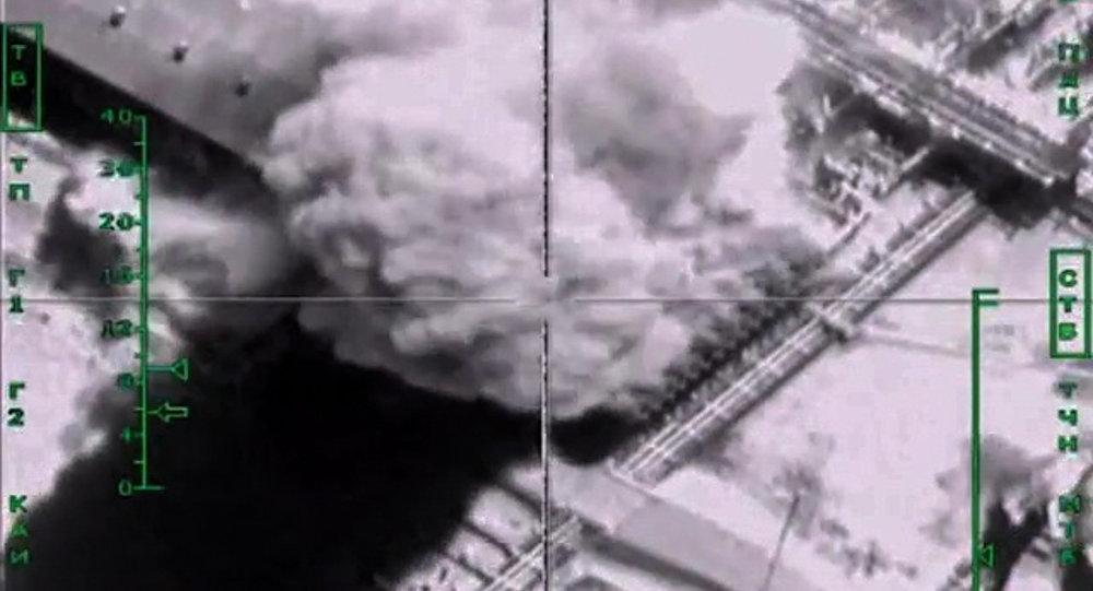 Syrie: plus de 1.000 camions-citernes de l'EI détruits par les avions russes
