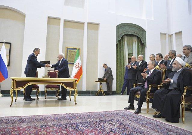 Sergei Lavrov et Mohammad Javad Zarif