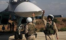 Un avion russe Su-24 sur la base de Hmeimim en Syrie. Image d'illustration