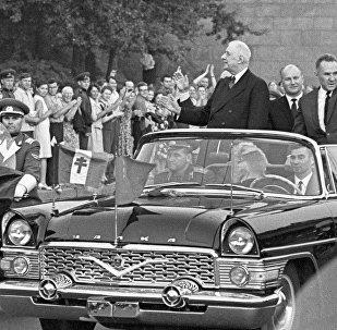 Charles de Gaulle and Alexei Kosygin