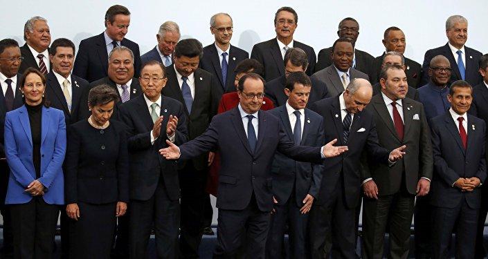 Le président François Hollande et dirigeants de la planète réunis au Bourget pour la COP21