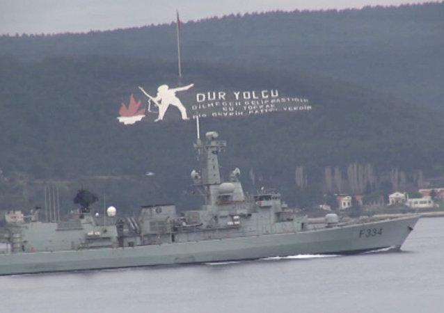 Turquie: trois navires de l'Otan passent les Dardanelles