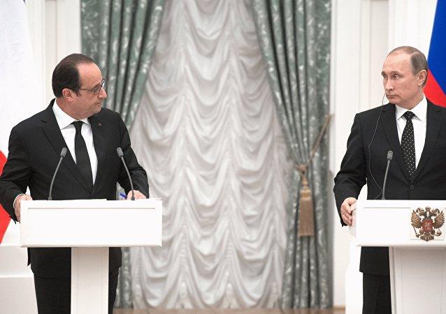 Les présidents Vladimir Poutine et François Hollande