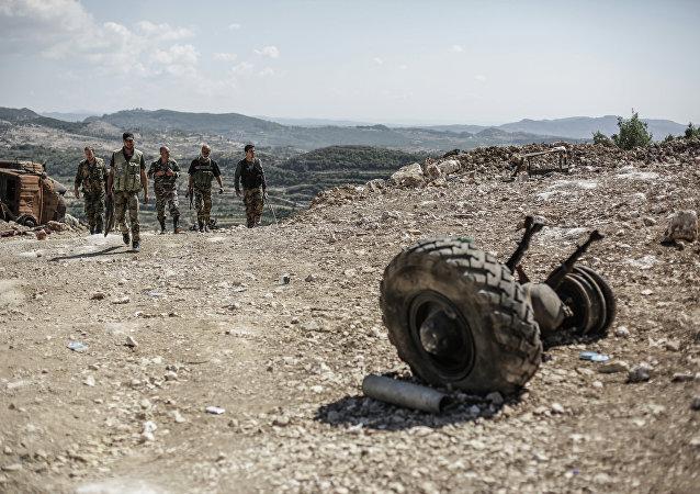 Soldats de l'armée syrienne près de la frontière turque