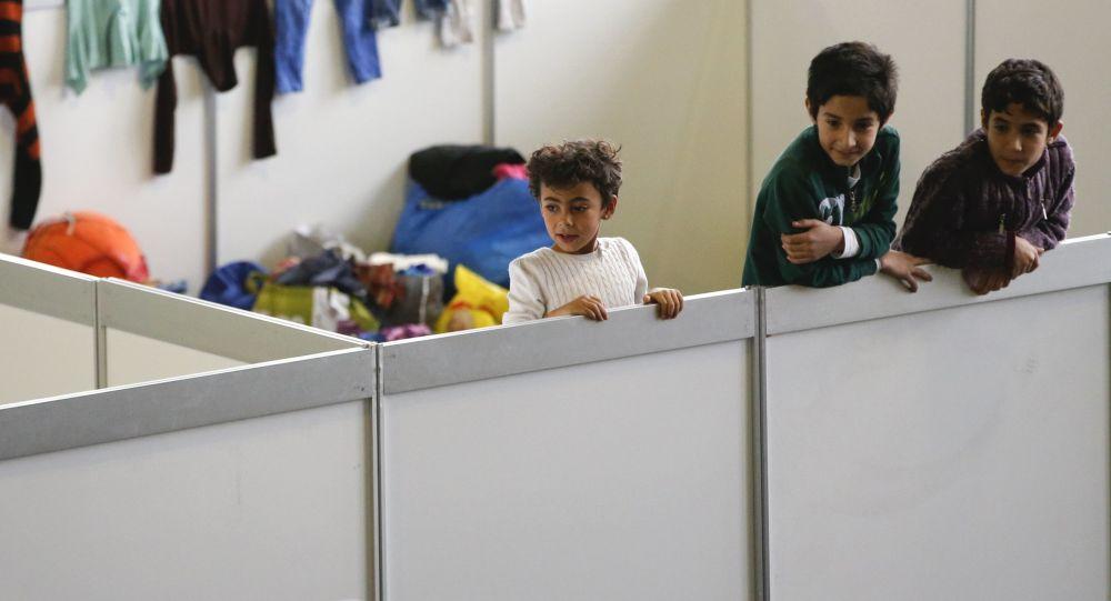 Jeunes réfugiés dans un asile