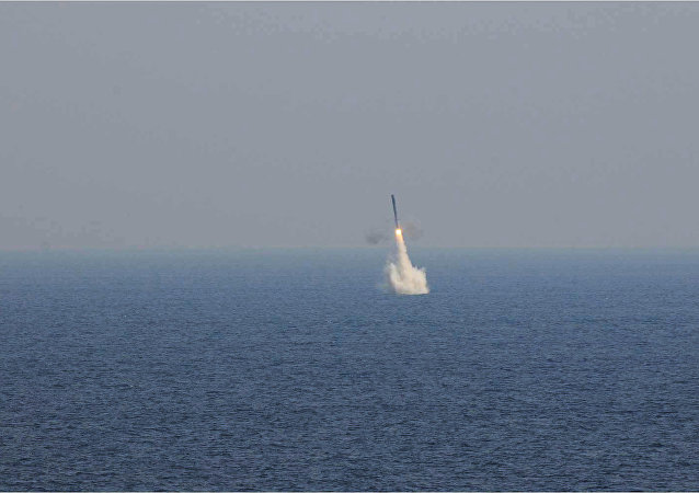 Tir d'un missile depuis un sous-marin en immersion
