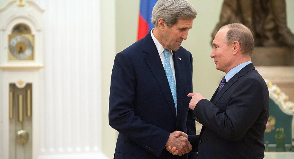 Le chef de la diplomatie américaine, John Kerry et Vladimir Poutine