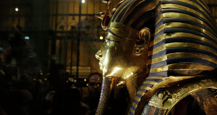 Le masque d'or funéraire de Toutankhamon