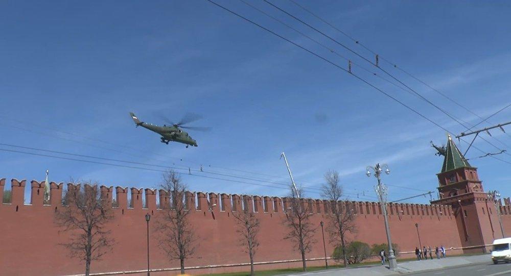 Un hélicoptère mystérieux aperçu près du Kremlin