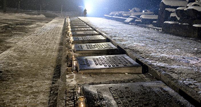 plaques dédiées aux victimes de l'Holocauste,  le camp de concentration nazi Auschwitz-Birkenau