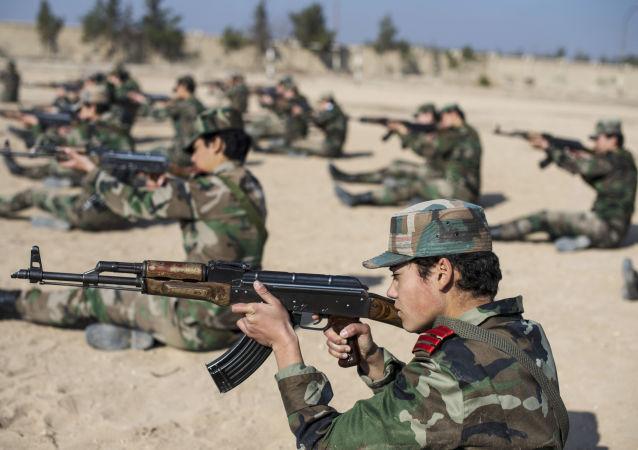 Une académie militaire pour femmes à Damas