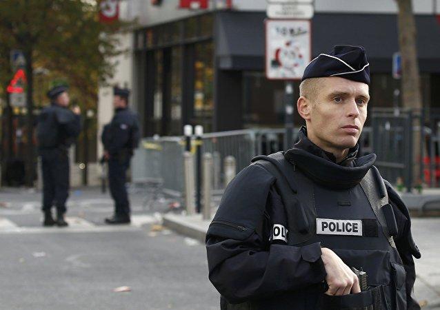 Les forces de police prennent position autour du Stade de France, à Saint-Denis, en banlieue parisienne (archives). Le 14 novembre 2015.