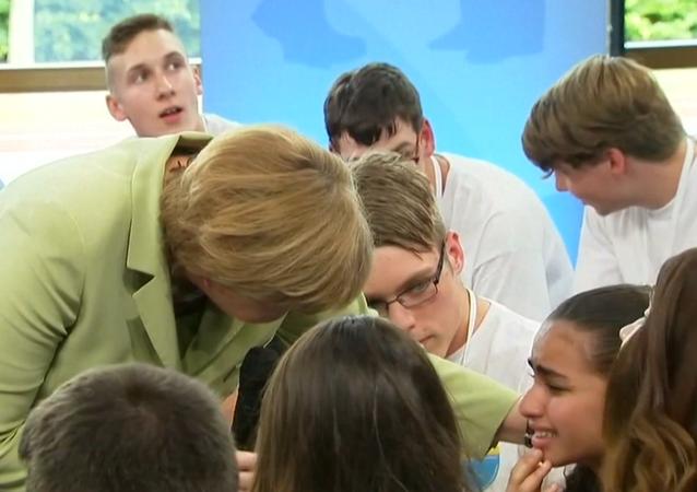 La fillette en larmes devant Angela Merkel obtient un titre de séjour