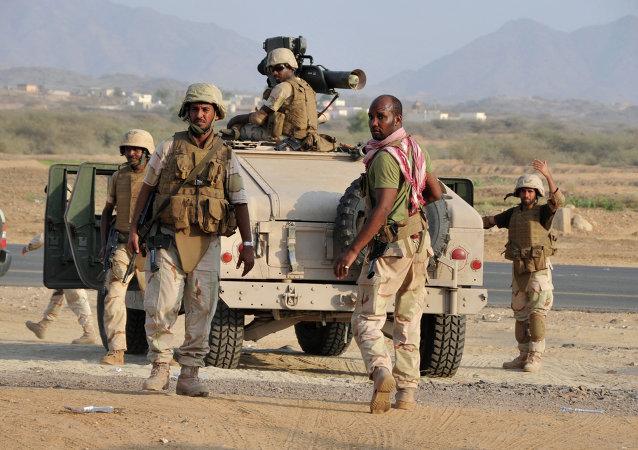 Des soldats saoudiens près de la frontière yéménite