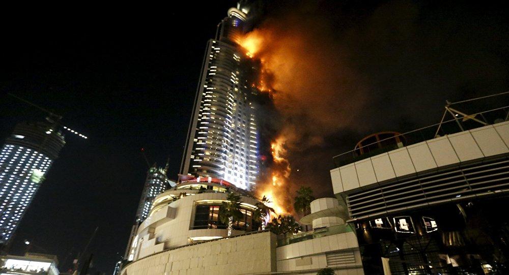 Un énorme incendie dans un hôtel de Dubaï, le 31 décembre 2015