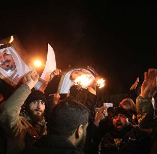 L'ambassade d'Arabie Saoudite attaquée et incendiée à Téhéran