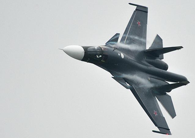 Un chasseur bombardier russe Sukhoi Su-34
