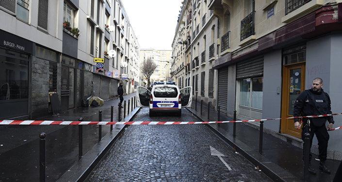 Un homme muni d'un gilet explosif abattu devant un commissariat de Paris