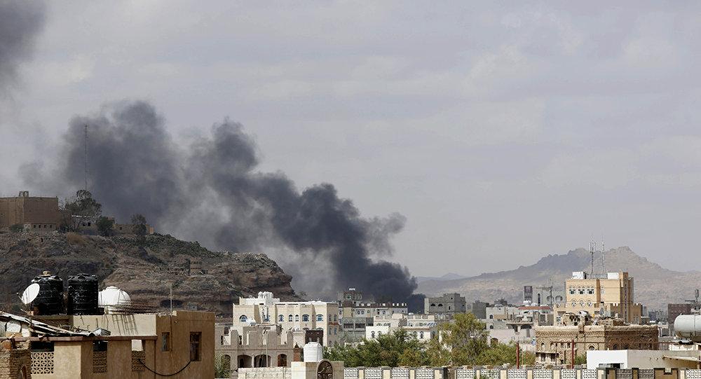 La coalition saoudienne largue des bombes à sous-munitions sur Sanaa