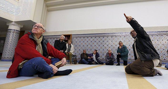 Thé de la fraternité dans les mosquées,  Jan. 9, 2016.