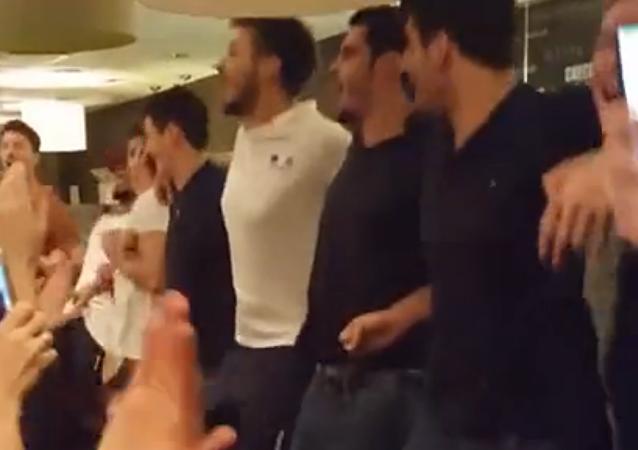 Les Français ont chanté « Kalinka » après leur défaite face à la Russie