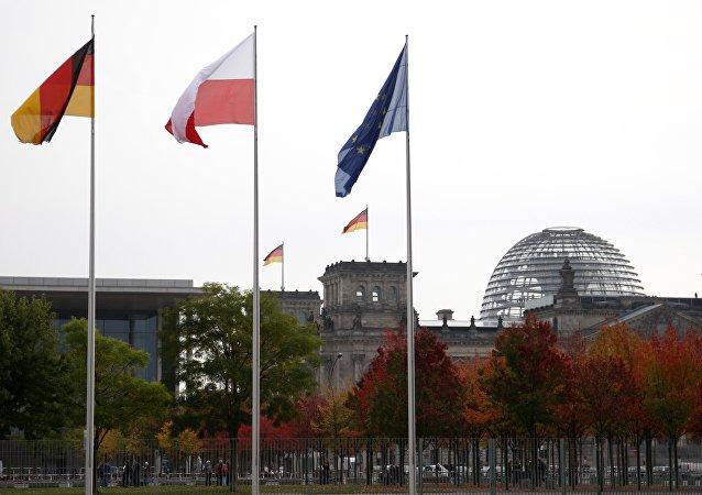 Les drapeaux de la Pologne, de l'Allemagne et de l'UE