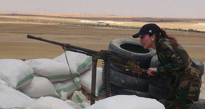 Une Syrienne combattant Daech