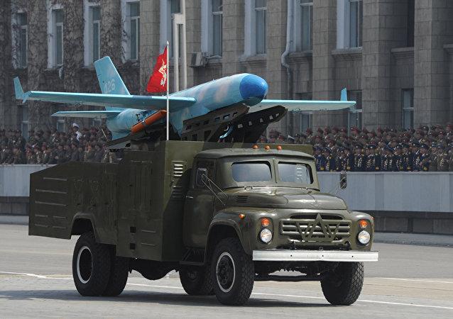 Un Zil-130 transportant un drone nord-coréen basé sur le modèle américain MQM-107D
