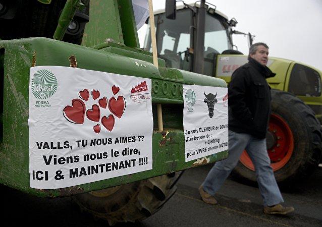 Démonstration de force des éleveurs bretons près de Saint-Brieuc