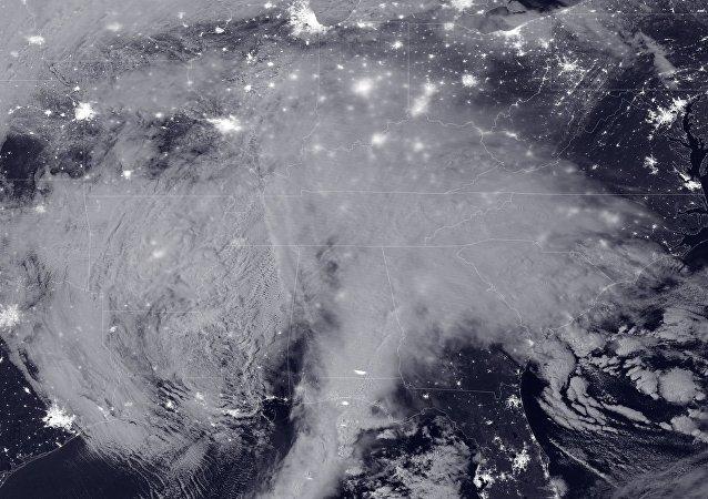 Une tempête de neige massive de 2016 au clair de lune