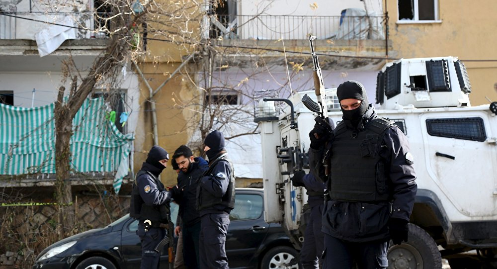 La police turque arrête des suspects