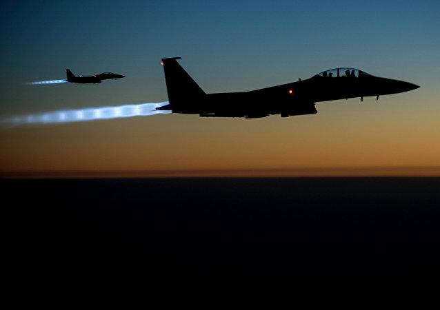 Les avions de chasse américains F-15E Strike Eagle