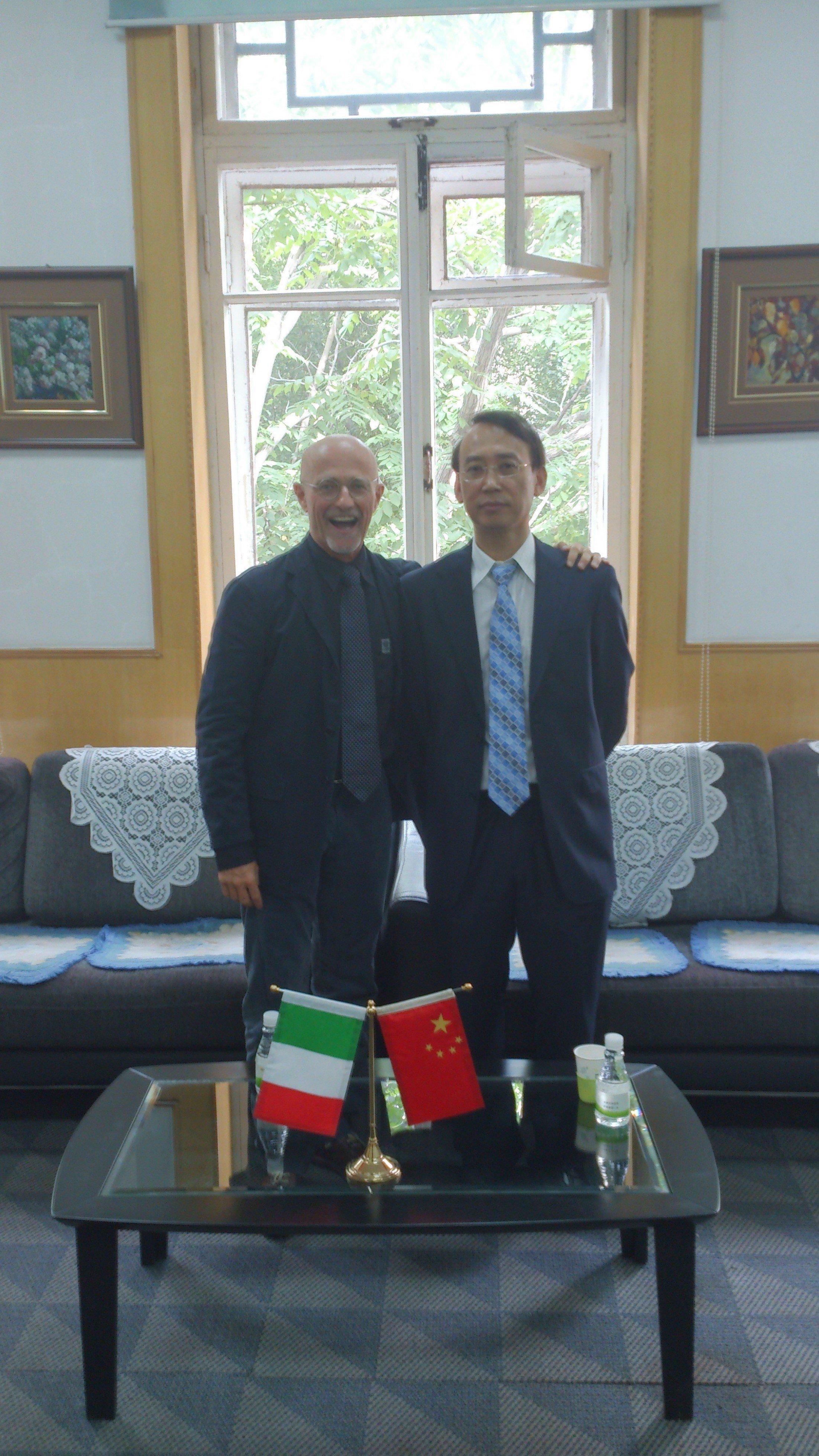 Le chirurgien Sergio Canavero avec le professeur Xiaoping Ren