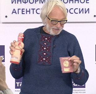 Pierre Richard reçoit un « passeport de Mordovie »