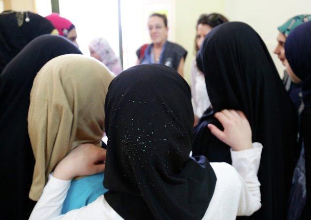 Des manifestations contre l'interdiction du hijab en Bosnie