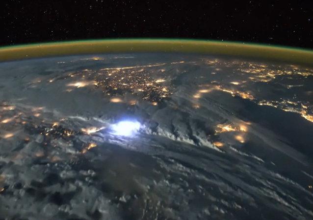 A quoi ressemblent les orages vus depuis l'espace?