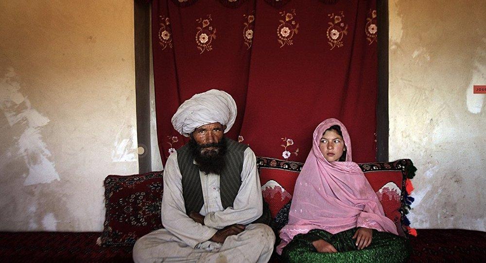 Une fille pakistanaise avec son mari