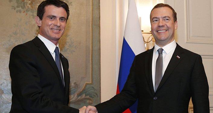 Valls et Medvedev