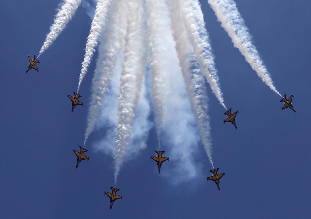 Un show aérien impressionnant lors du salon de Singapore Airshow 2016