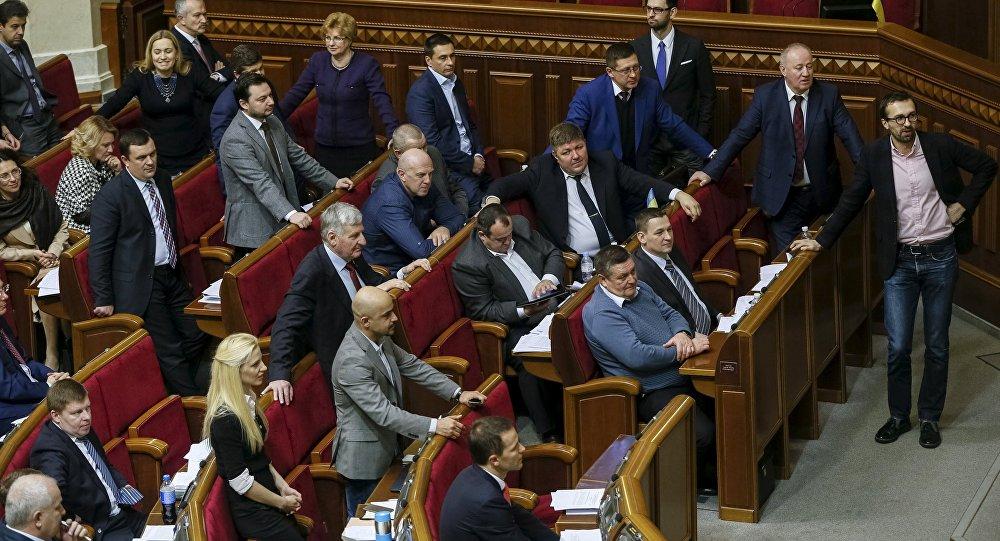 Ukrainian deputies attend a parliament session in Kiev, Ukraine, February 16, 2016 file photo.