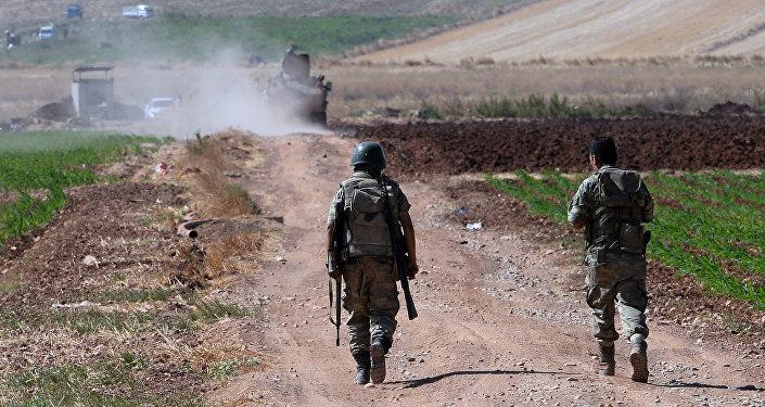 Des soldats turcs à la frointière avec la Syrie