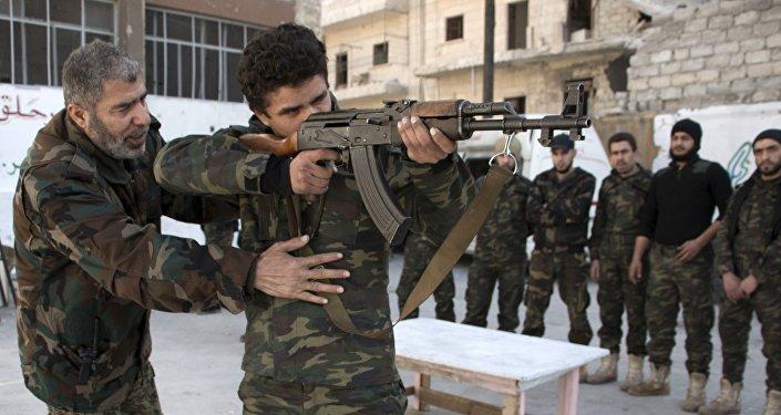 Entraînement de nouvelles recrues, Aleppo, la Syrie.